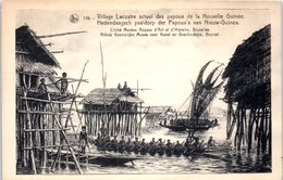 OCEANIE --  PAPOUSIE - NOUVELLE GUINEE --  Vullage Lacustre Actuel Des Papous - Papua New Guinea