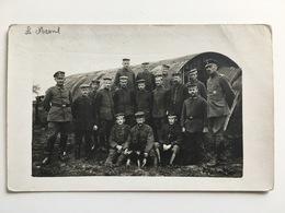 Foto Photo AK Mesnil German Soldiers Deutsche Soldaten Soldats Allemands Uniform Chien Hund Hangar IR25 IR 25 Regiment - Guerre 1914-18