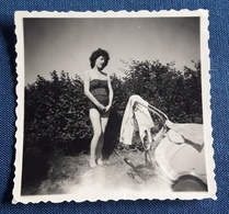 Altes PIN-UP GIRL Photo > Hübsche Junge Frau Im Badeanzug Mit Kinderwagen > Nice Young Woman / Jolie Jeune Femme (ph59) - Pin-Ups
