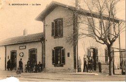 Algérie. CPA. BERROUAGHIA. La Gare. Voyageurs.  1927. - Algerije