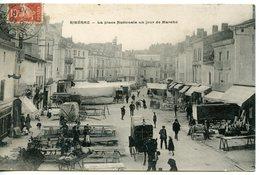 1220. CPA 24 RIBERAC. CARTE ENTIEREMENT DEDOUBLEE. LA PLACE NATIONALE UN JOUR DE MARCHE. 1910 - Riberac