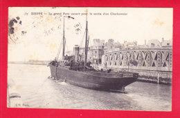 Bateaux-263A15  Dieppe, Le Grand Pont Ouvert Pour La Sortie D'un Charbonnier, Cpa - Commercio