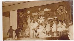 Ancienne Photo Sépia / Arcy-sur-Aube / Noël Maternelle (Enfants, Spectacle) / Fin Années 50 - Lieux