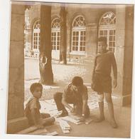 Ancienne Photo Sépia / Chaumont / Jeunes Alsaciens ? (Cour D'école) / Fin Années 50 - Lieux