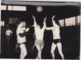 Ancienne Photo / Tergnier - Détente / Basket Ball / Fin Années 50 - Orte