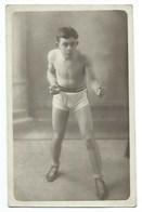 SPORT - BOXE - JEUNE BOXEUR - CARTE-PHOTO - Boxing