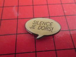 1215b Pin's Pins / Rare Et De Belle Qualité / THEME BD : BANDE DESSINEE BULLE PHYLACTERE SILENCE JE DORS ! - BD