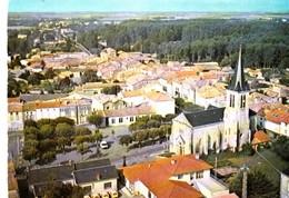 BRIOUX Sur BOUTONNE - Vue  Aérienne. L'Eglise Et Le Centre Du Bourg . CPM Pas Courante - Brioux Sur Boutonne