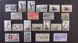 TAAF - Lot De 43 Timbres * Et **, D'un Bloc ** Et 13 Lettres - Cote Du Lot Plus De 400 Euros Vendu à 10 % Prix De Départ - Colecciones & Series