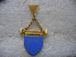 Pin's Du Fanion De L'Europe - Città
