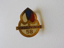 Expo 1958 Petite Broche Souvenir Exposition Universelle 58 Bruxelles Ceskoslovensko Tchécoslovaquie - Seasons & Holidays