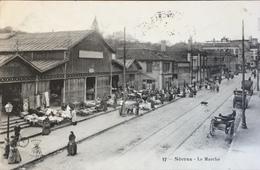 17 Sévres - Le Marché - Guerre 1914-18