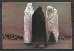 PAKISTAN POSTCARD WOMEN IN BURQ - Pakistan