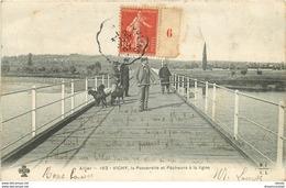 WW 03 VICHY. Pêcheurs à La Ligne Sur La Passerelle Et Chasseur 1907 - Vichy