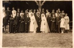 CPA Photographie De Groupe Pour Deux Mariages - Marriages