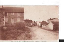 LES MOTTES SAINT JEAN DE BEUGNE N 3030  MAISON  VOITURES         DEPT 85 - France
