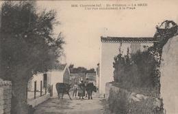 17--ILE D'OLERON--LA BREE--UNE RUE CONDUISANT A LA PLAGE--VOIR SCANNER - Ile D'Oléron