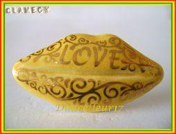 Clamecy ... Lèvres Love N°8 Jaune ... Ref AFF : 50-2009 .. (boite 2) - Anciennes