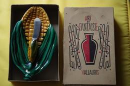 C/ Vallauris Dans Sa Boite ART Et FANTAISIE Année 50 Vintage Beurrier Maïs Cachet Sur Beurrier Vallauris AM - Vallauris (FRA)