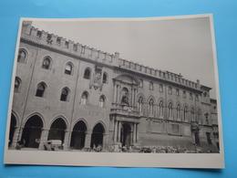 BOLOGNE Palais Communal / Italy ( Format Photo 23,5 X 17,5 Cm. ) Anno 195? ( Zie/Voir/See Photo ) ! - Lugares