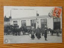 CPA Bourges La Gare Sortie Des Voyageurs 1910 - Bourges