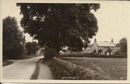 Cpa Leathley, Entrance Of The Village - Angleterre