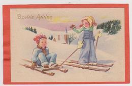 34 - MIGNONETTE BONNE ANNEE ENFANTS A SKI MAISON EGLISE  DANS PAYSAGE ENNEIGE - Neujahr