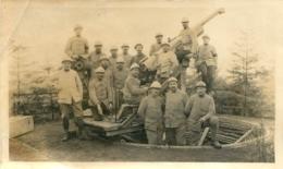 PHOTO GROUPE DE SOLDATS ET CANON 11 X 6.50 CM - Guerre, Militaire