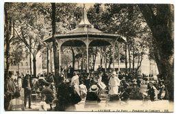 LUCHON Le Parc Pendant Le Concert ( Très Animée Kiosque En Gros Plan ) Ecrite - Luchon