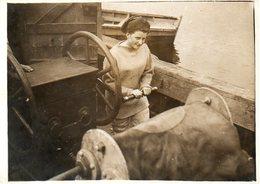 Marine : Miss Mitchell Actionne La Pompe à Air Lors De La Plongée D'une Scaphandrière - Métiers