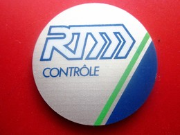 BADGE En Tôle De Reconnaissance  CONTRÔLEUR DE LA R.T.M Régie Des Transports Marseillais Tramway - Autobus - Métro - Autres