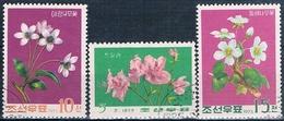 Corea Del Norte 1975  -  Yvert  1323 + 1324 + 1335  ( Usados ) - Corea Del Norte