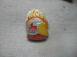 Pin's Des Sapeurs Pompiers De RIEDISHEIM (Dept 68) - Brandweerman