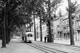 Leuven (arrivée à La Gare). SNCV Groupe De Louvain. Motrice PCC. Cliché Jacques Bazin. 20-06-1952 - Trains