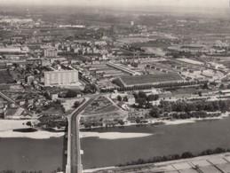 LYON: Vue Aérienne Sur Gerland; Au 1er Plan, Le Pont Pasteur Et Les Abattoirs - Altri