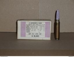 Boite De 8 Cartouches De 7,5 Mm à Blanc Non Ouverte Mle 1930 Pour FM + Une Cartouche Du Mème Lot. - Decorative Weapons