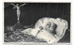 Enfant Sur Son Lit De Mort Photo Carte Post Mortem - Anonymous Persons