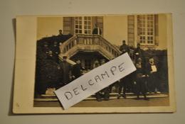 77 Seine Et Marne Fontainebleau Dépôt Des Convalescents Carte Photo Militaires Blesses Cachet Militaire Pliure - Militaria