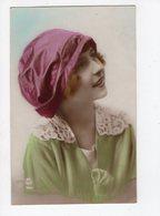 129 - MODE  -  Jeune Femme  - Chapeau Original - Mode