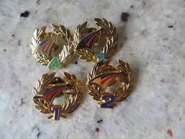 Lot D' Une Série De 4 Pin's ARTHUS BERTRAND Hippisme Trophée Couronne De Laurier Cheval événement à Identifier - Badges