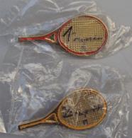 Broche Sport 001, Lot De 2 Broches FFT Fédéeation Française De Tennis, 1 Et 2 Raquette - Tennis