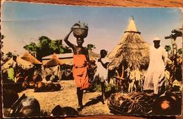 Cpa,Burkina Faso, BOBO DIOULASSO, Marché Aux Canaris (jarres Locales) - Burkina Faso