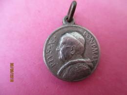 Médaille De Chaînette/ PIE XI / /PIUS XI Pont. Max./Vierge à L'Enfant/ Vers 1922 - 1939    CAN 806 - Religion & Esotérisme