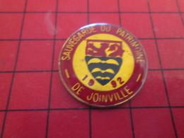 210c Pins Pin's  / Rare Et De Belle Qualité / THEME VILLES : 1992 SAUVEGARDE DU PATRIMOINE DE JOINVILLE - Städte