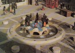 Cp , ANGLETERRE , PORTSMOUTH , The Precinct Fountain , Commercial Road - Portsmouth