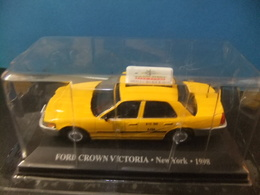 TAXI FORD CROWN VICTORIA  New York 1998 - Carros