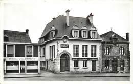 NOYAL SUR VILAINE - La Mairie Et La Poste. - Poste & Facteurs