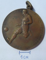 MEDAL FOOTBALL  BUDAPESTI LABDARÚGÓK ALSZOVETSEGE 1926  KUT - Deportes