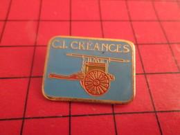513e Pins Pin's  / Rare & Belle Qualité / THEME POMPIERS : MANCHE CREANCES POMPE A BRAS - Medias