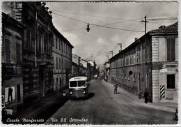 CASALE MONFERRATO VIA XX SETTEMBRE - CARTOLINA SPEDITA 1957 BUS E INSEGNA BIRRA BEER METZGER - Autres Villes